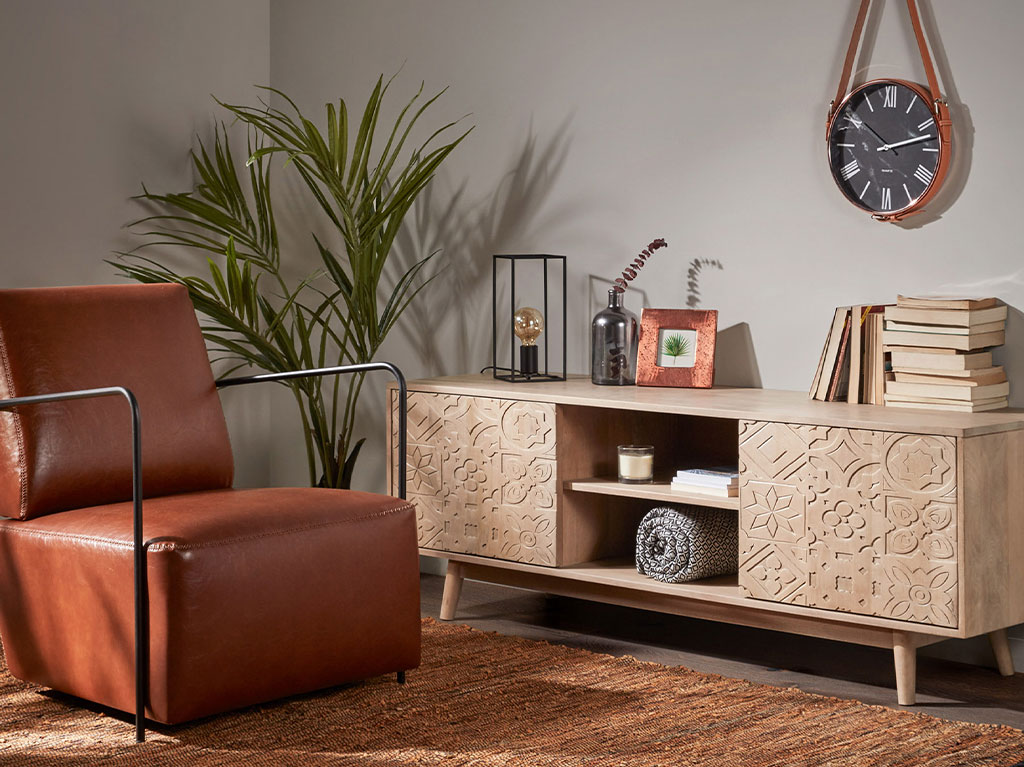 salón - con - mueble - de - tv - de - madera